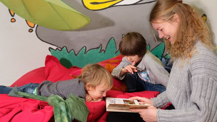 """Das Projekt """"Vielfalt im Lehramt und an Schulen"""" (VieLeS) will bei Kindern und Jugendlichen den Spaß am Lesen und Schreiben wecken."""