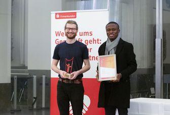 John-Henning Peper (links) und Frank Amankwah bekamen bei der Gründernacht den Publikumspreis.