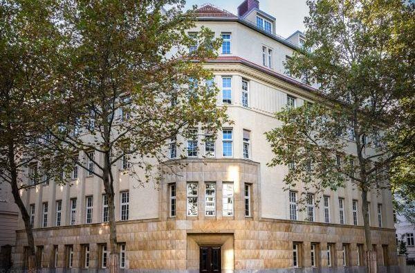 Das neue Domizil der Theologischen Fakultät in der Beethovenstraße.