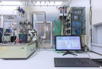 Testapperatur für thermochemische Speichermatrialien. Foto: Swen Reichhold