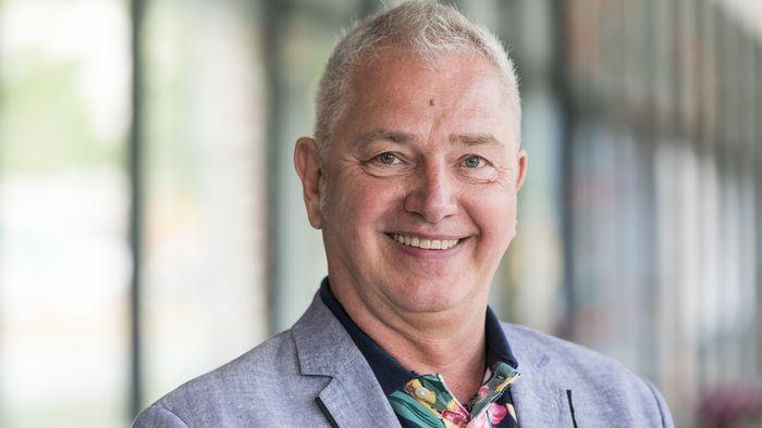 """Dr. Jürgen Ronthaler beantwortet in der Auftaktveranstaltung Fragen zum Thema """"Schulen und die digitalen Medien im Lockdown""""."""