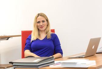 Prof. Dr. Elisa Hoven