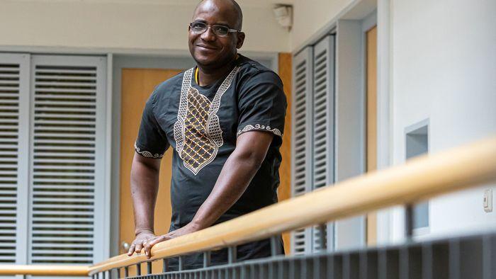 Das Foto zeigt den afrikanischen Gastwissenschaftler Chaibou Landi.