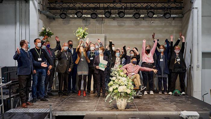 Jubel bei den Gewinnern des Innovationspreises Weiterbildung Sachsen.