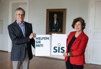 """Prof. Dr. Hans-Bert Rademacher, der Vorsitzende des Vereins """"Hilfe für ausländische Studierende in Leipzig e.V., und Rektorin Prof. Dr. Beate Schücking"""