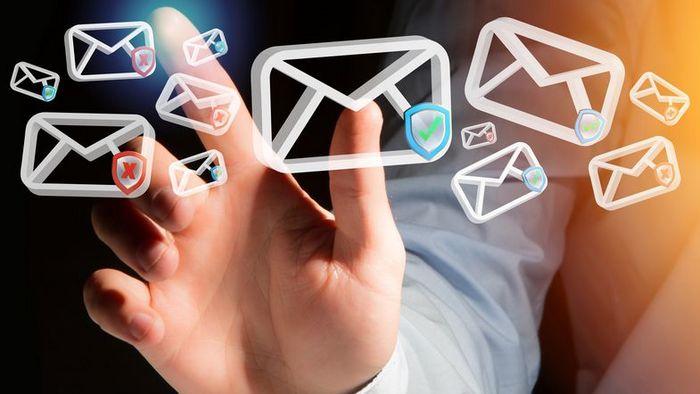 E-Mails stellen das Haupteinfallstor von Schadsoftware dar. Das Universitätsrechenzentrum ergreift nun mehrere Maßnahmen zum Schutz der Nutzerinnen und Nutzer.