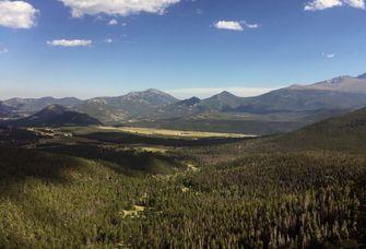 Ökosysteme in mittleren und hohen Breitengraden auf der nördlichen Erdhalbkugel werden voraussichtlich verstärkt von der Zunahme bodengebundener Erreger von Pflanzenkrankheiten betroffen sein. Das Bild zeigt Wälder im Westen der USA.