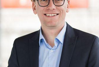 Dr. Lars Vogel.