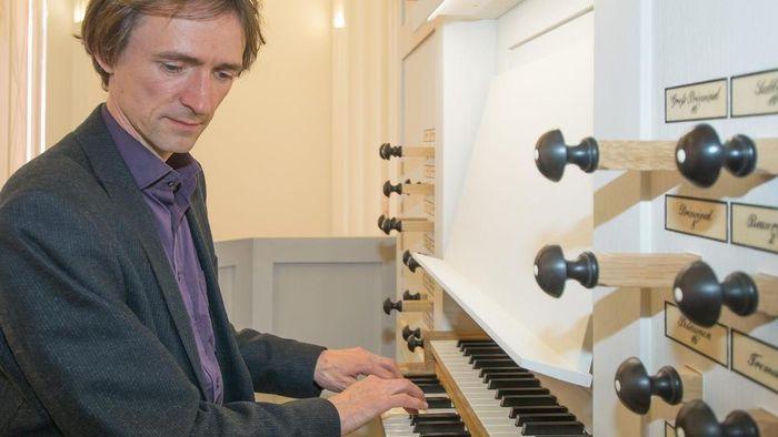 David Timm an der großen Orgel