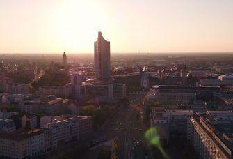 Die Reise durch die Universität Leipzig beginnt (Screenshot aus dem Film)
