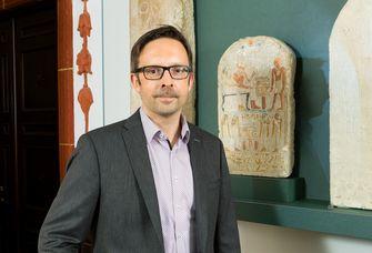Auf dem Bild ist der neue Ägyptologe Prof. Dr. Holger Kockelmann zu sehen.