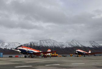 Mit den Forschungsflugzeugen Polar 5 und Polar 6 des Alfred-Wegener-Instituts starten die Wissenschaftler von Spitzbergen aus.