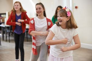 Kinder in einer Theatergruppe