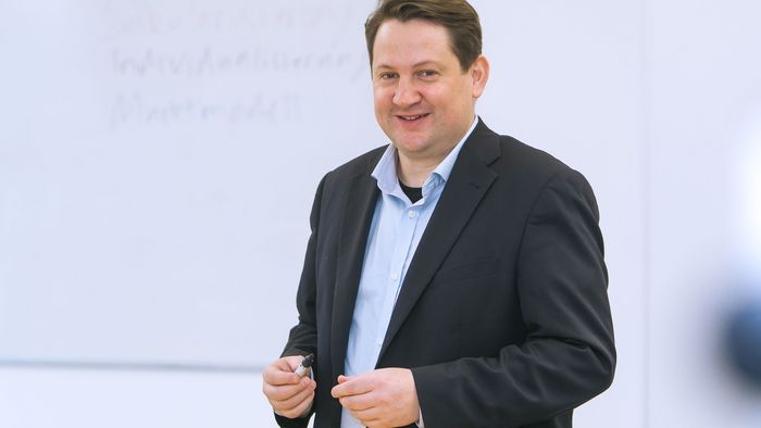 Das Bild zeigt Dr. Alexander Yendell.
