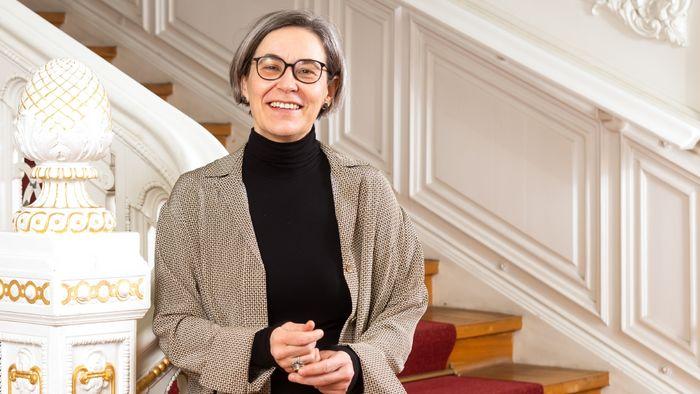 Porträtfoto von Dekanesprecherin Prof. Dr. Rose Marie Beck