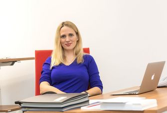 Prof. Dr. Elisa Hoven forscht zu Hate Speech im Internet.