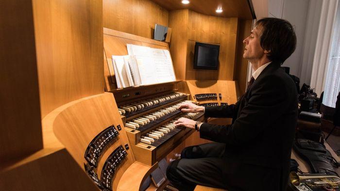 David Timm an der Orgel.