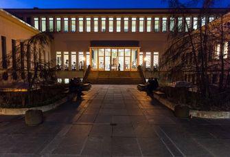 Diese Aufnahme aus der Langen Nacht der Wissenschaften 2018 zeigt das Studienzentrum der Medizinischen Fakultät.